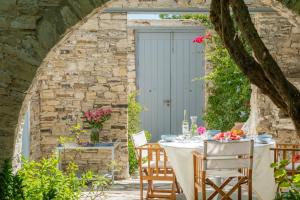 Outdoor dining in the beautiful garden