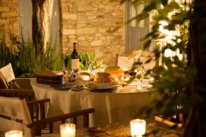 Secret Retreat- al fresco dining by candlelight